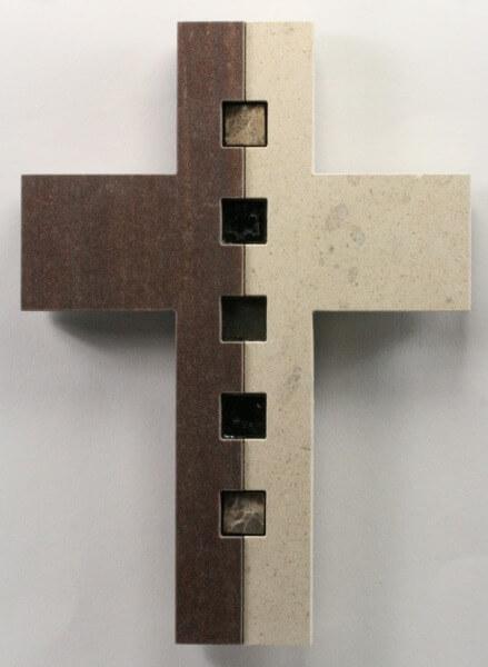 Kreuz - Kalkstein mit Coffee Stone & Nuggets