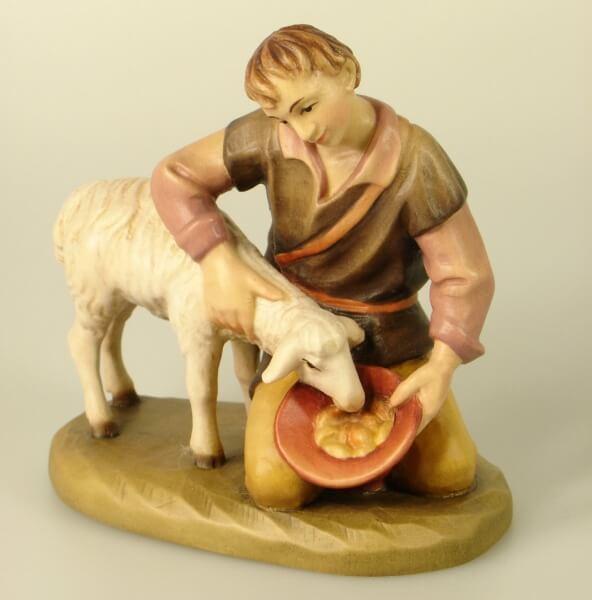 Karl-Kuolt-Krippe - Kniender Hirte mit Schaf