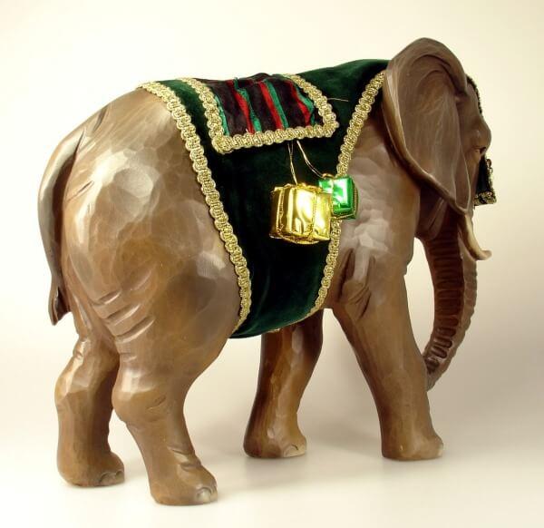 Ruco-Krippe - Elefant stehend mit Decke